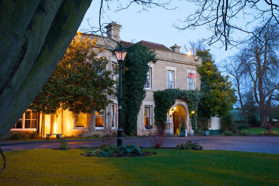 Wellingborough hotels cheap hotel bookings for Garden rooms stagsden